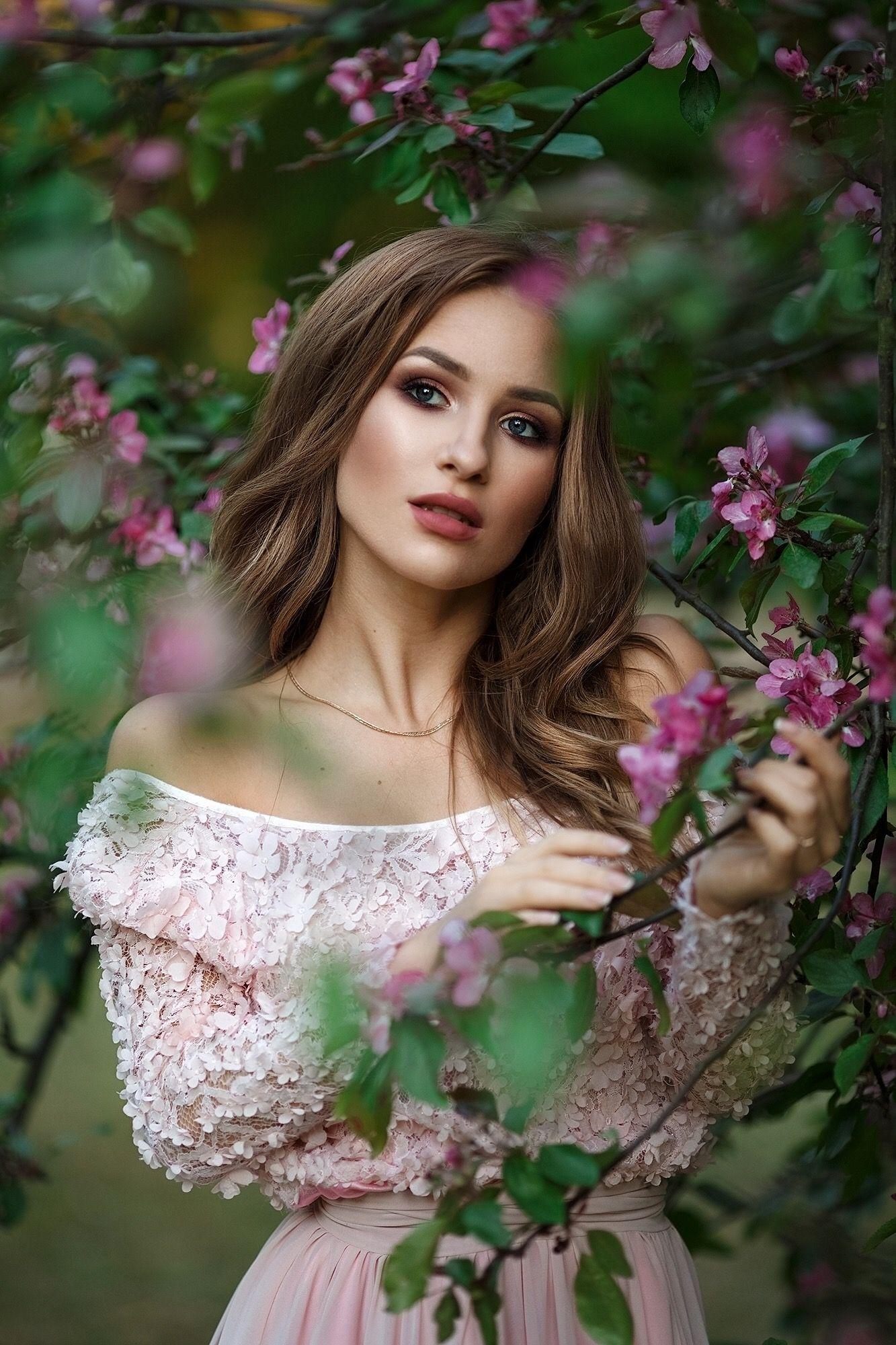 available light portrait (model - Anelisa) - Tangents