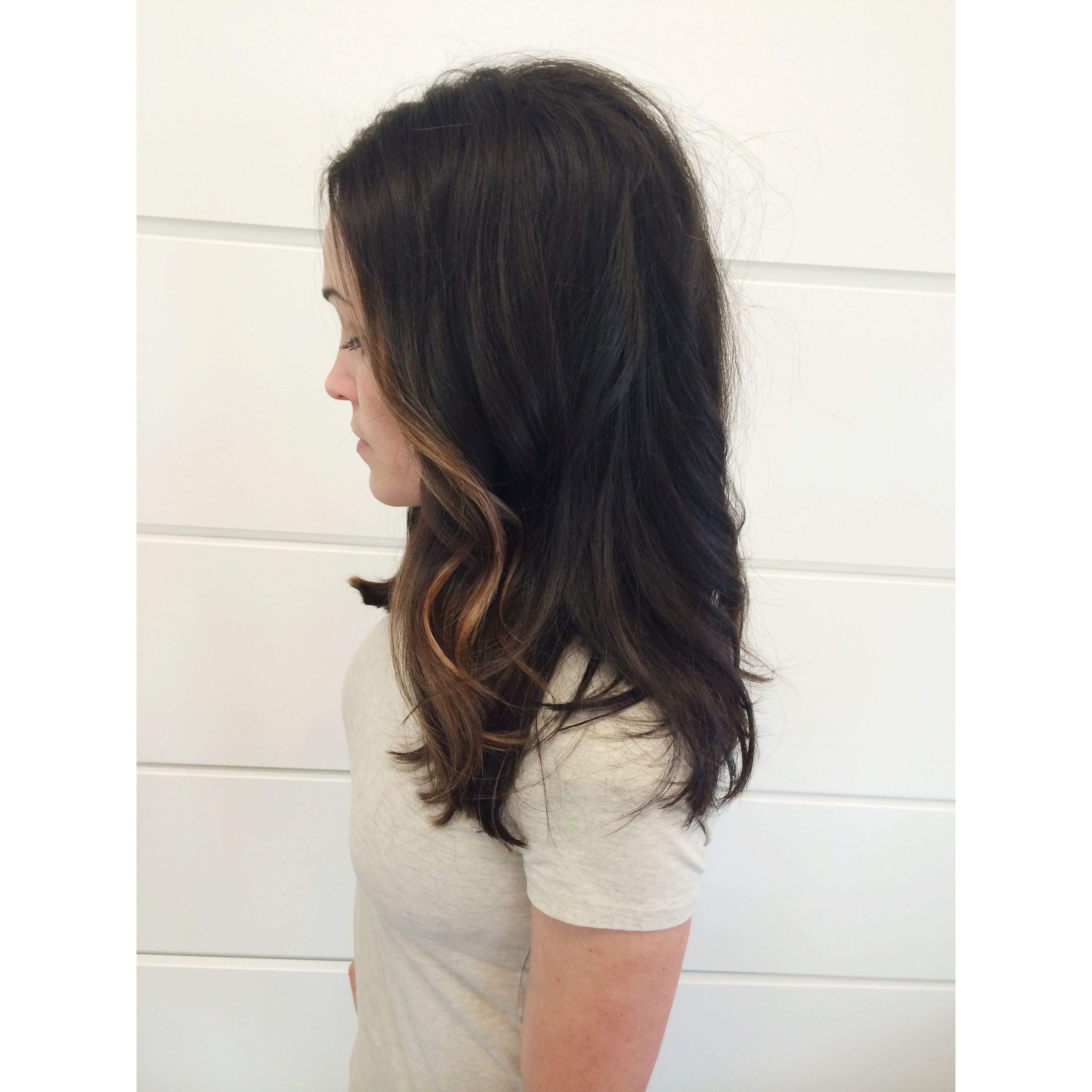 Dark Chocolate Brown Hair With Face Framing Caramel Highlights Love The Length Too Thebeautym Dark Chocolate Brown Hair Chocolate Brown Hair Brown Blonde Hair