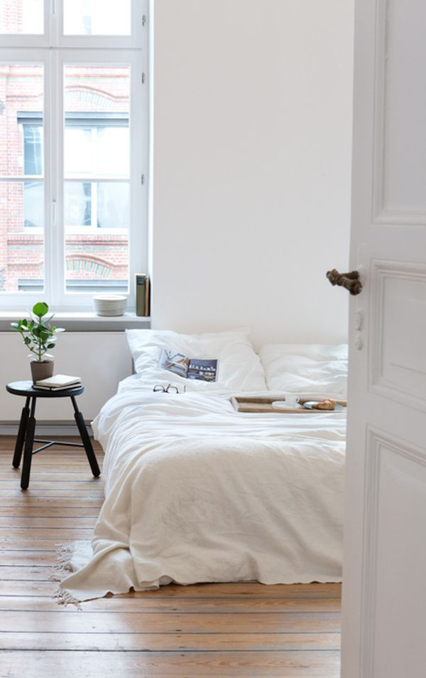 a room by room guide to scandinavian style bett stuhl und schlafzimmer. Black Bedroom Furniture Sets. Home Design Ideas