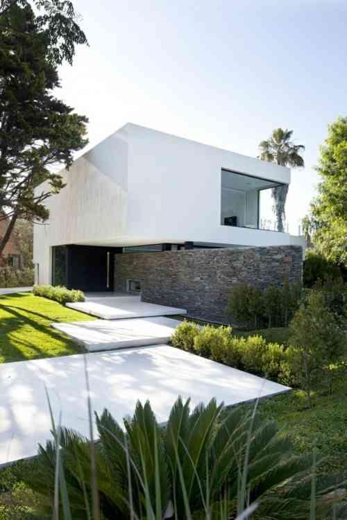 Aménagement extérieur maison  jardins du0027entrée modernes Villas - Facade Maison Style Moderne