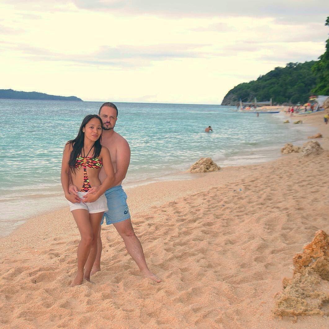 Puka Beach la mejor playa en #Boracay #Filipinas. Ains qué bonito el amor ;) __________ #igers #itsmorefuninthephilippines #instapic #instatravel #traveling #love #instagood #photooftheday #vacation #followme #travelph #instadaily #like4like #nature #pinoy #travelphotography #asia #photography #like #beach #explore #instagram #travel #sky #wanderlust #travelgram #family