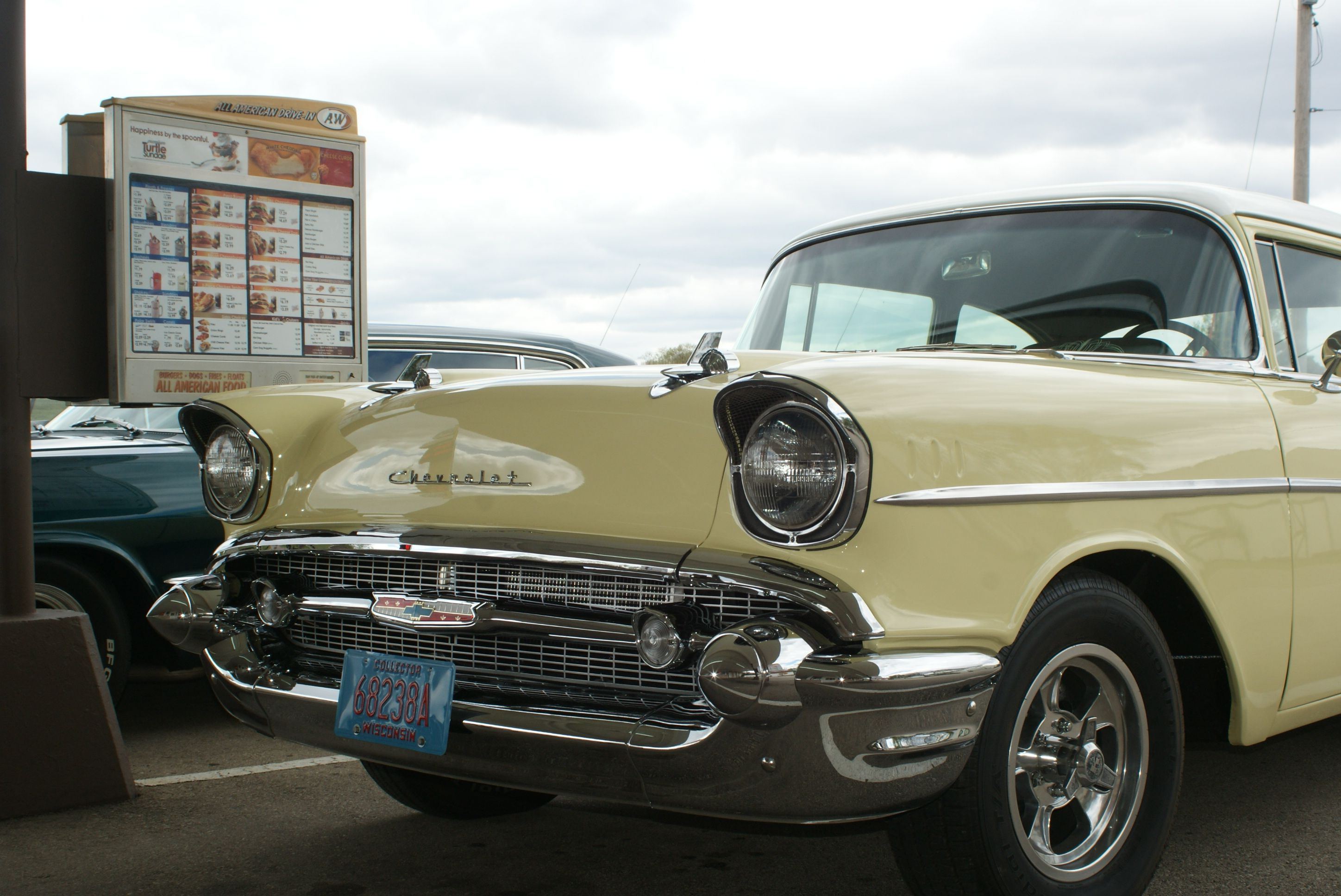 2014-Classic Cars stopped in at the A&W Drive-In on their way to ...