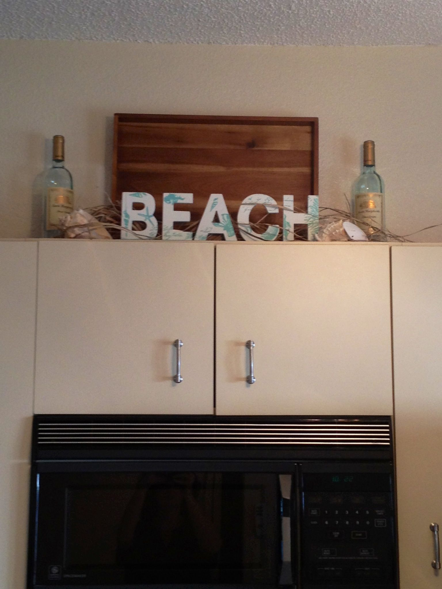 beach decorating idea for above the kitchen cabinets | beach house