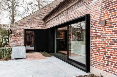 Les Architectes Belges Du Studio Juma Architects Sont A L Origine De Cette Magnifique Renovation D U Renovation Maison Facade Maison Renovation Maison Ancienne
