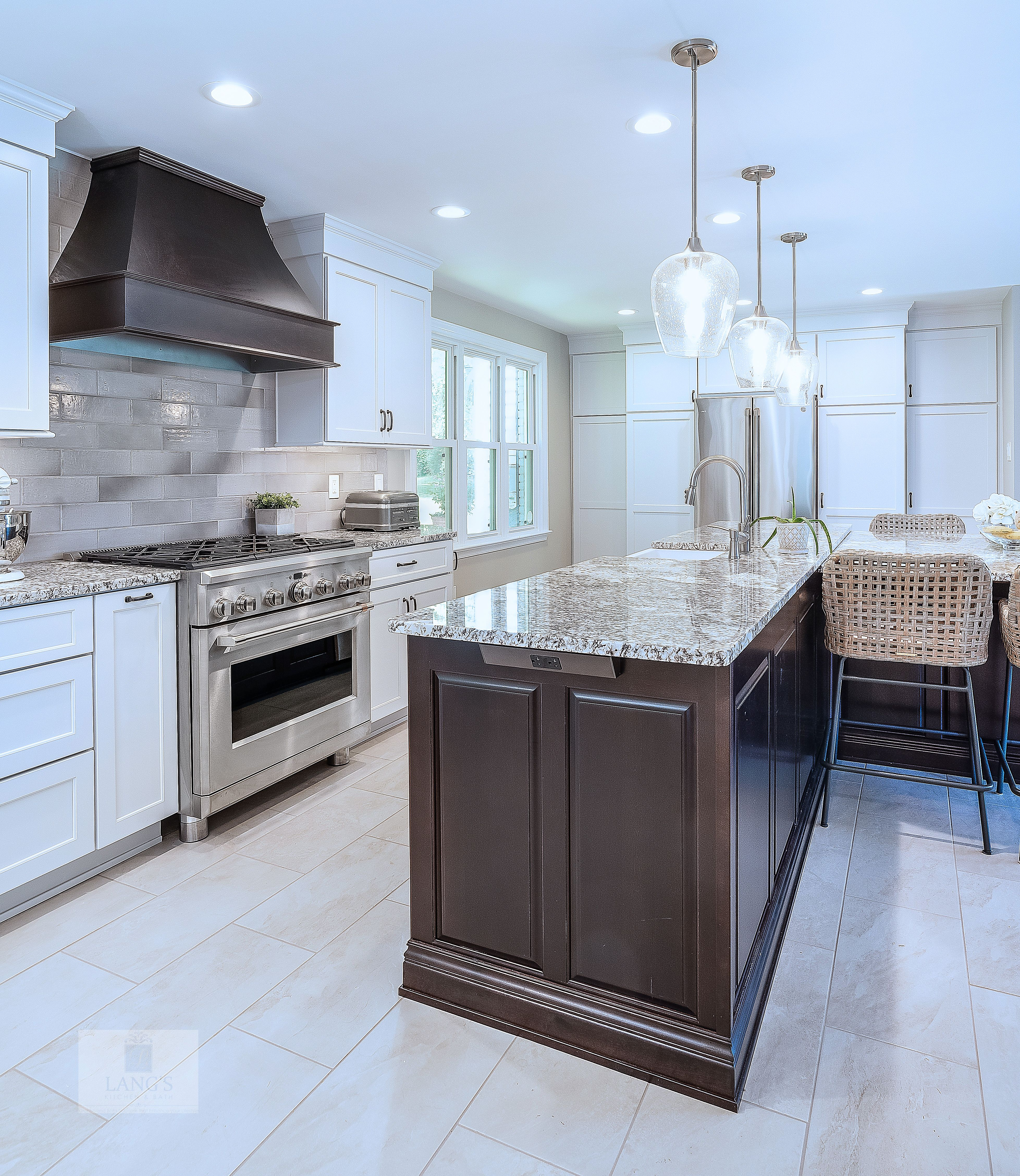 At The Heart Of This New Hope Pa Kitchen Design Is A Large T Shaped Island With Koch Cabinetry In A Dark Kitchen Design Kitchen Bath Design Eclectic Kitchen