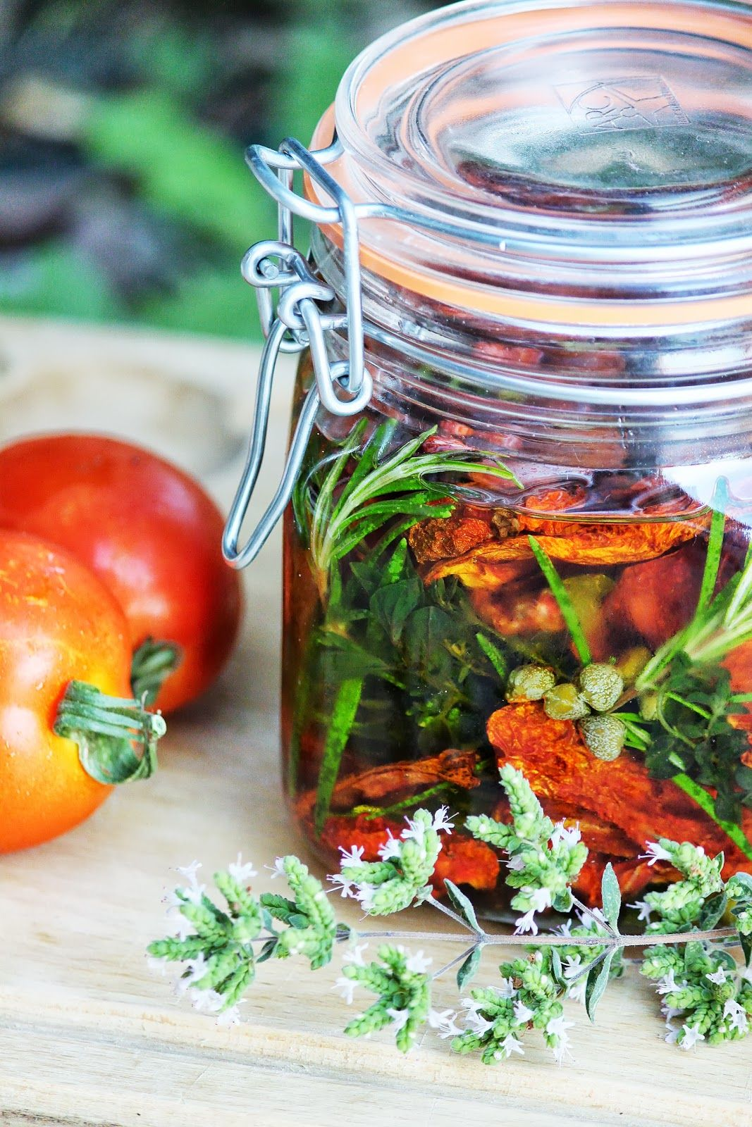 Sof vous invite ...: Tomates séchées à l'huile d'olive et aux aromates