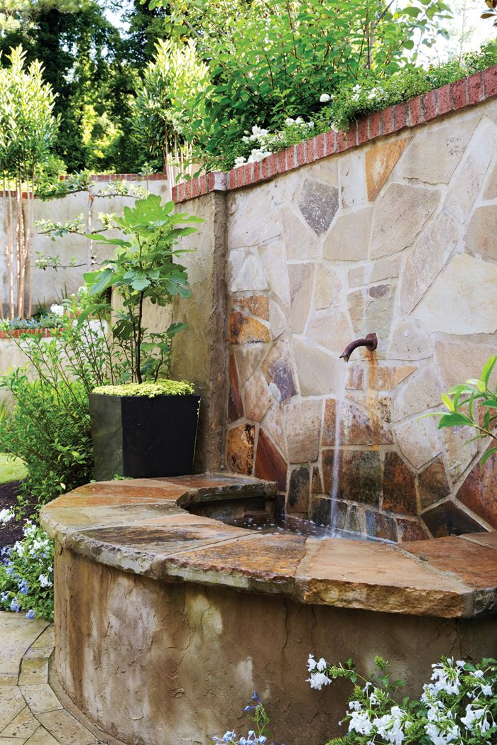 Pretty water feature in the garden #garden #living Outdoor Ideas