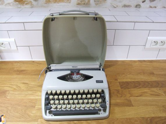 Triumph Tippa Typewriter // Portable by VintageRetroOddities