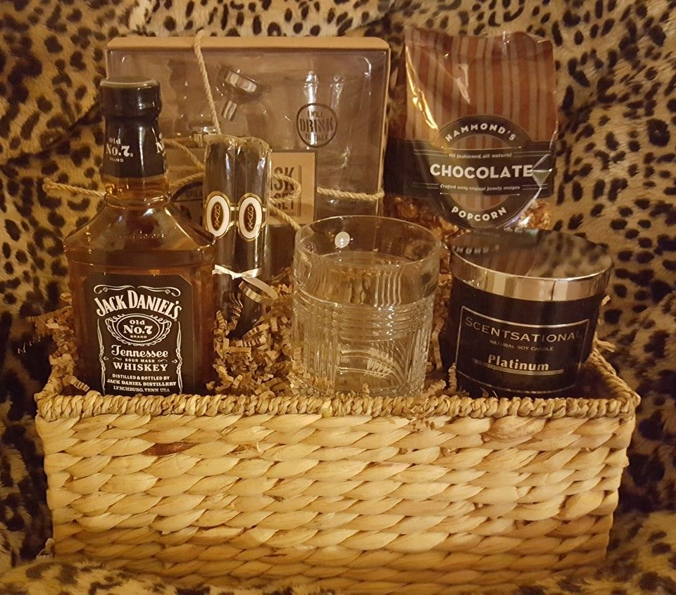 Available for sale fathers day gift basketflask set
