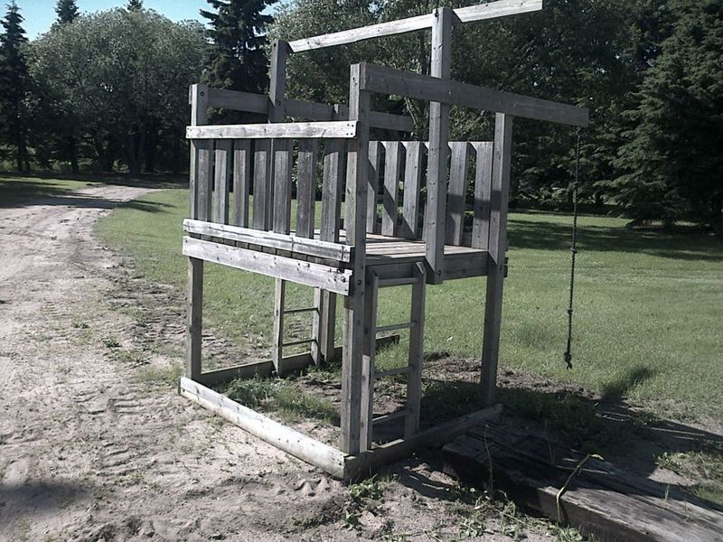 hilariously depressinglooks like a gallows Playset