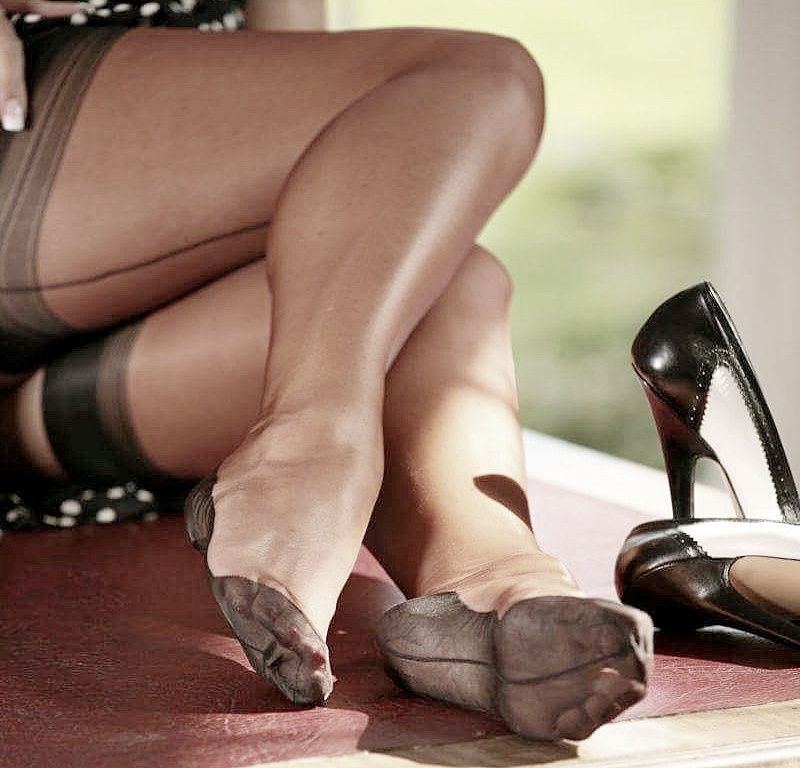 Pantyhose smoking feet