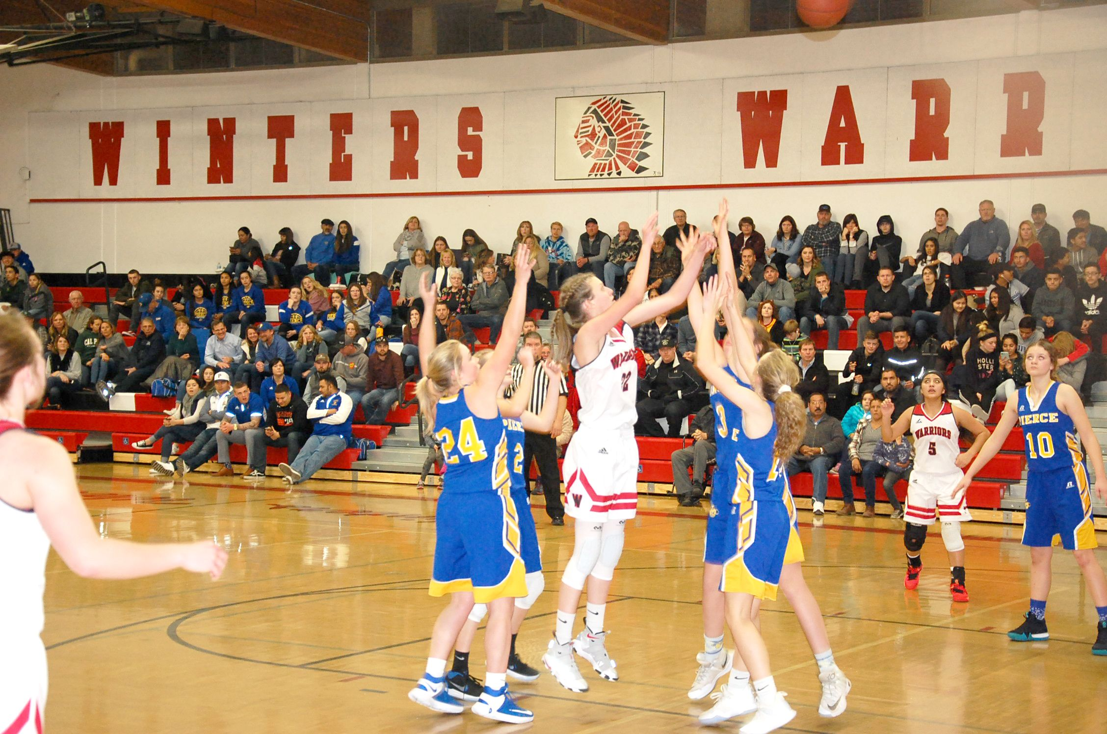 The Winters Warrior Girls Varsity Basketball Team Rebounded From A Close Loss Versus Live Oak On Tuesday Jan With Images Warriors Basketball Warrior Girl Basketball Teams