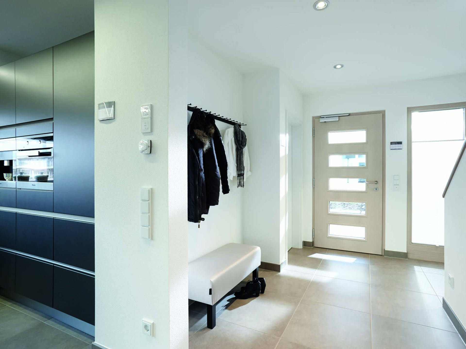 garderobe im haus neo 312 von fingerhaus mit musterhaus. Black Bedroom Furniture Sets. Home Design Ideas