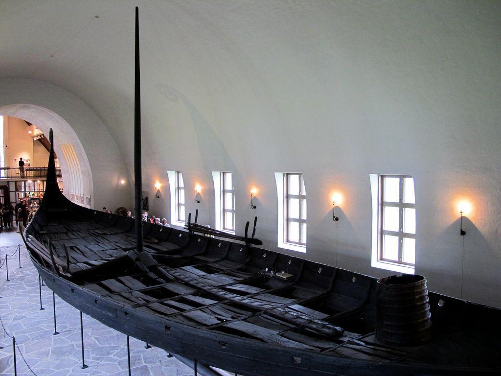 dendrochronologiczne datowanie pochówków ery wikingów w Oseberg Gokstad i nastrojeniu w Norwegii