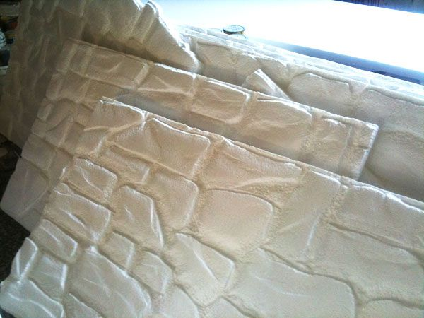 Pannelli finta pietra in polistirolo realizzati a mano. disponibile