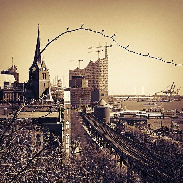 #instagood #instaphoto #hamburg #hh #welovehh #ilovehh #igershamburg #moinmoin #hamburgerecken #hhahoi #wearehamburg #wirsindhamburg #instahamburg #ig_hamburg #hamburgcity #hamburglove #hamburgliebe #hamburgmeineperle #torzurwelt #lovesgermany #hamburghafen #dammtor #elbphilharmonie #sweetdreamsmag #mafia_streetlove #landscape #streetview