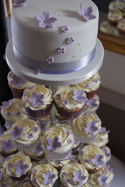 lilac and silver wedding cakes lilac amp silver cupcake tower awesome 16879