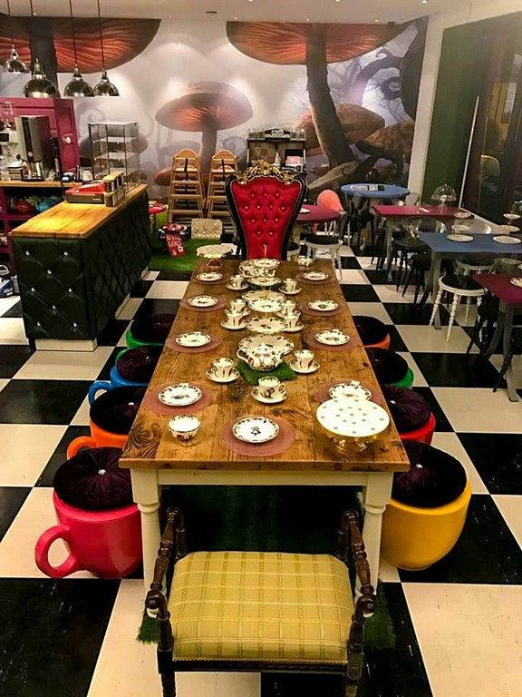 Awesome Dining Room Idea With Alice In Wonderland Theme ...