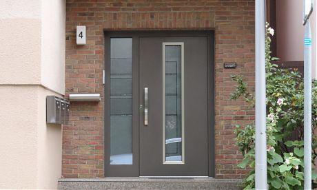 Türen Bielefeld graute aluminiumtür flügelüberdeckend mit edelstahloptik vom
