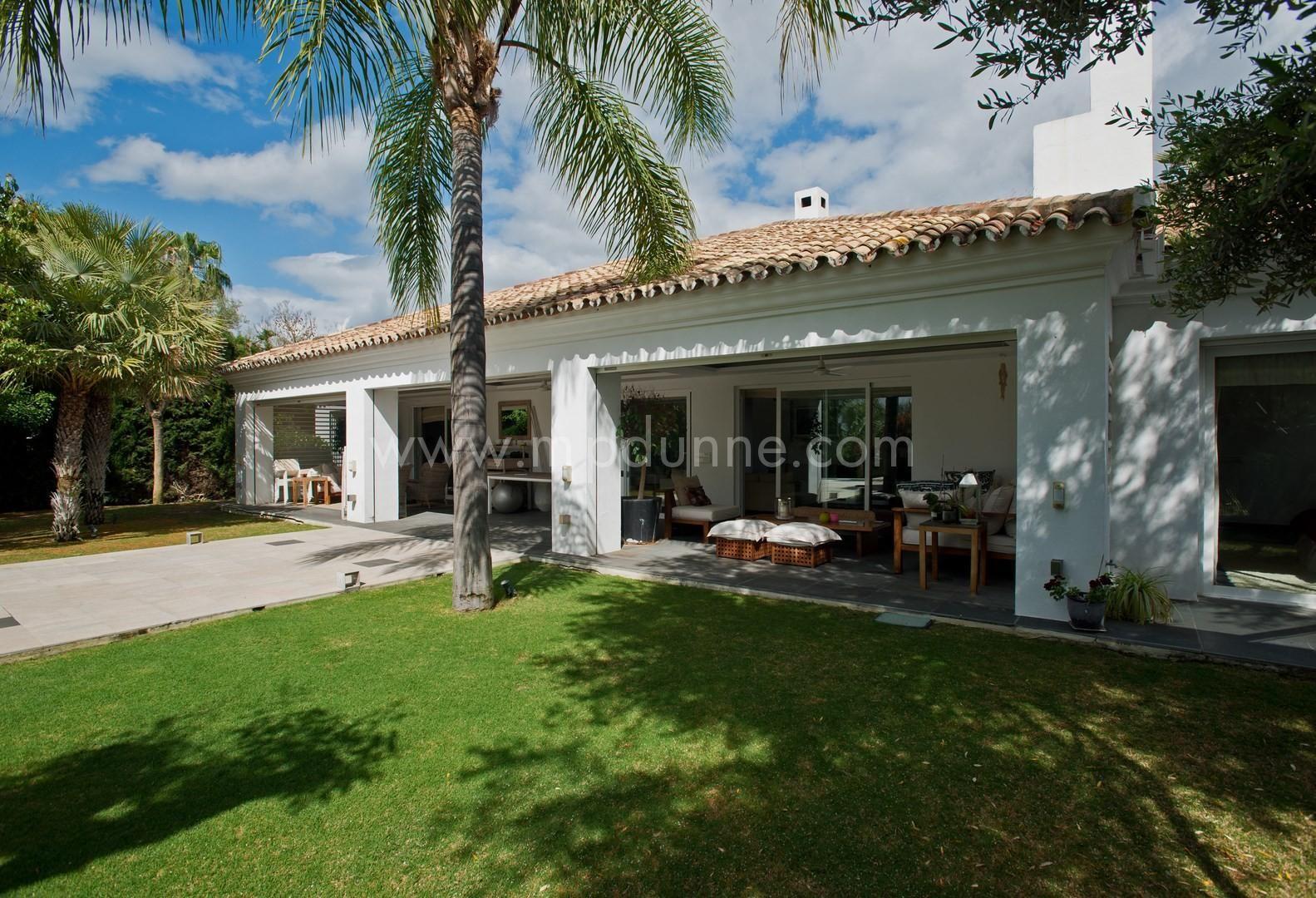 4 bedroom Villa for Sale in Los Naranjos, Nueva Andalucia