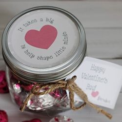 Easy to make mason jar valentine gift for a teacher. Free printable included.