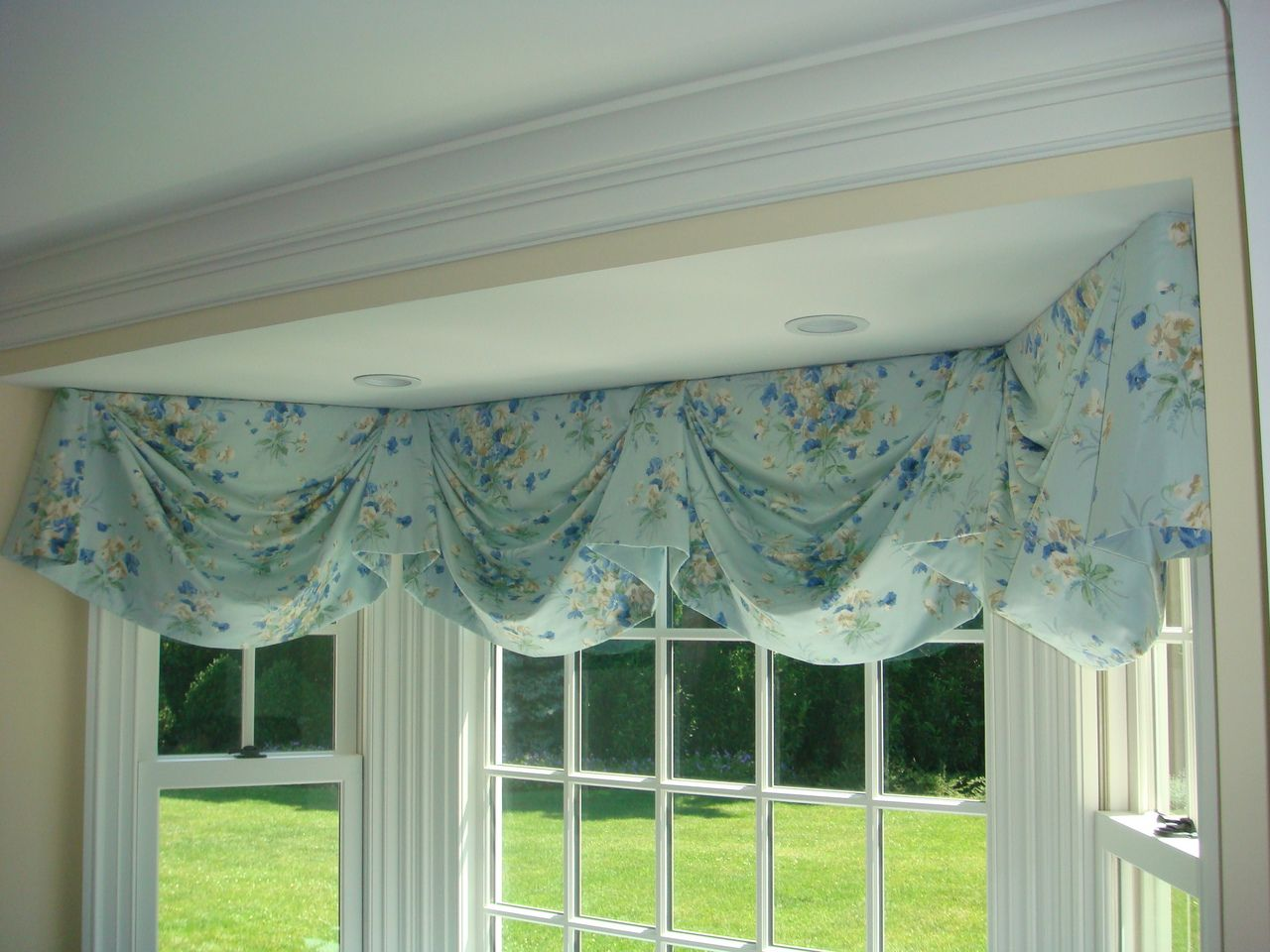 Swag Valance For Bay Window Bay Window Curtains Living Room