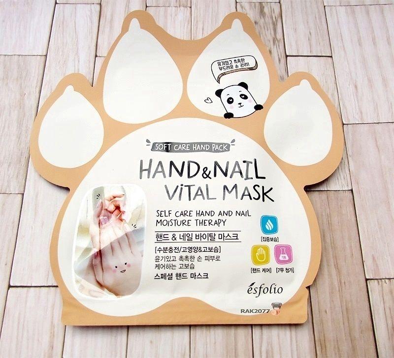 Segundo producto de la mishibox de febrero. Es esta mascarilla con esencia para las manos y uñas. De la marca ésfolio. Es la hand and nail vital mask. Es efecto hidratante. Leva 2 guantes y esencia para aplicar antes de los guantes por manos y uñas y cutículas. Lleva glicerinamanteca de karitelimónjazminromeromanzanilla #mask#mishibox#hand#nail#hand&nail#vital#vitalmask#esfolio#glycerin#sheabutter#butter#shea#citrus#lemon#jasmine#lavander#rosemary