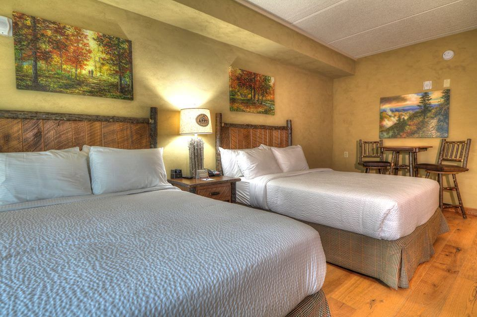 Our 2 Queen Guest Room Is Perfect For Families Traveling To Gatlinburg Gatlinburg Gatlinburg Hotels Lodge