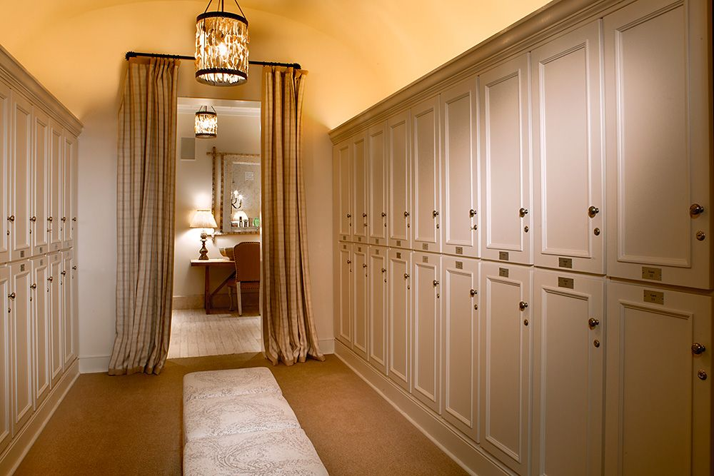 Women\'s Locker Room with a bright, spacious and exclusive look ...