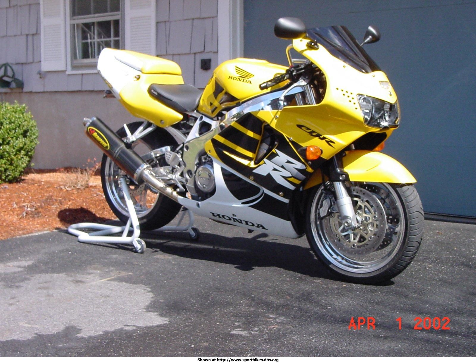 1999 CBR 900 RR Fireblade. Love the chrome look on this