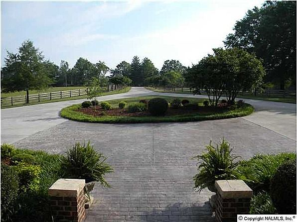 Framed with a long circular driveway fencing lush for Circular driveway landscaping pictures