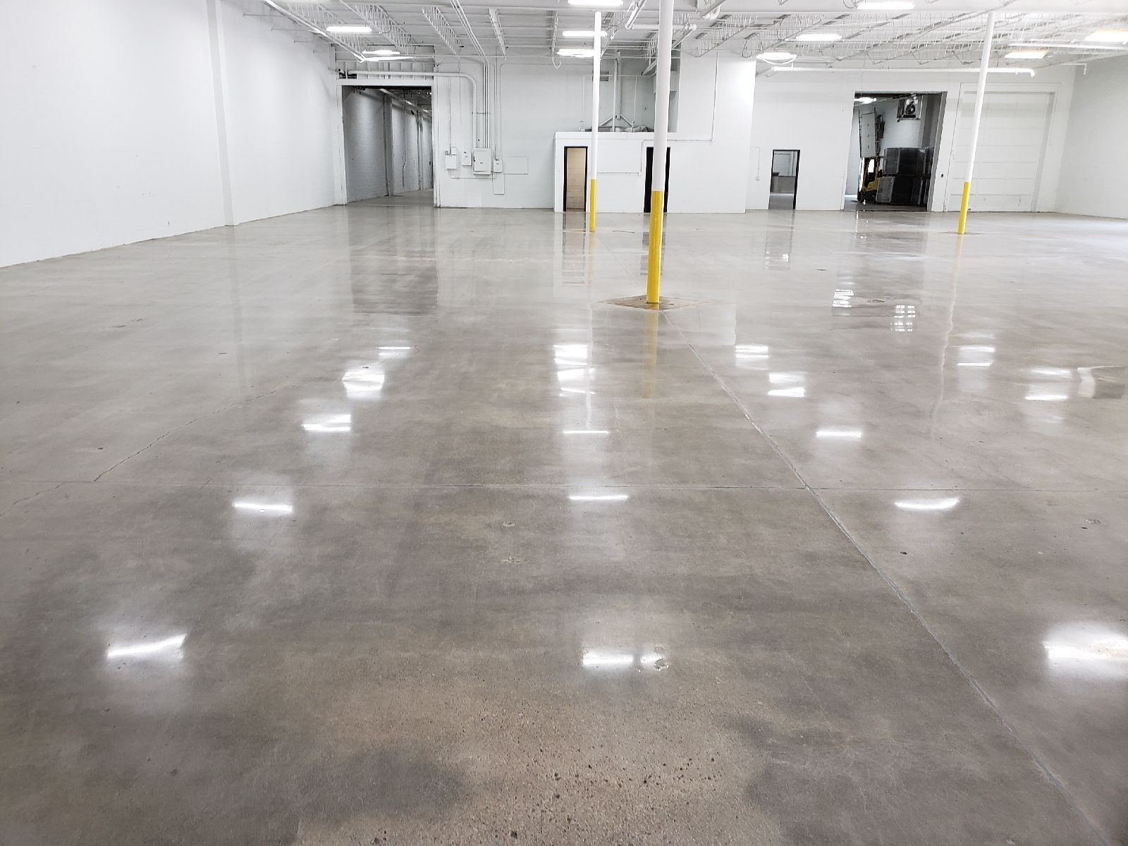 Concrete Polishing Contractor Findlay Ohio In 2020 Polished Cement Floors Concrete Floors Polished Concrete