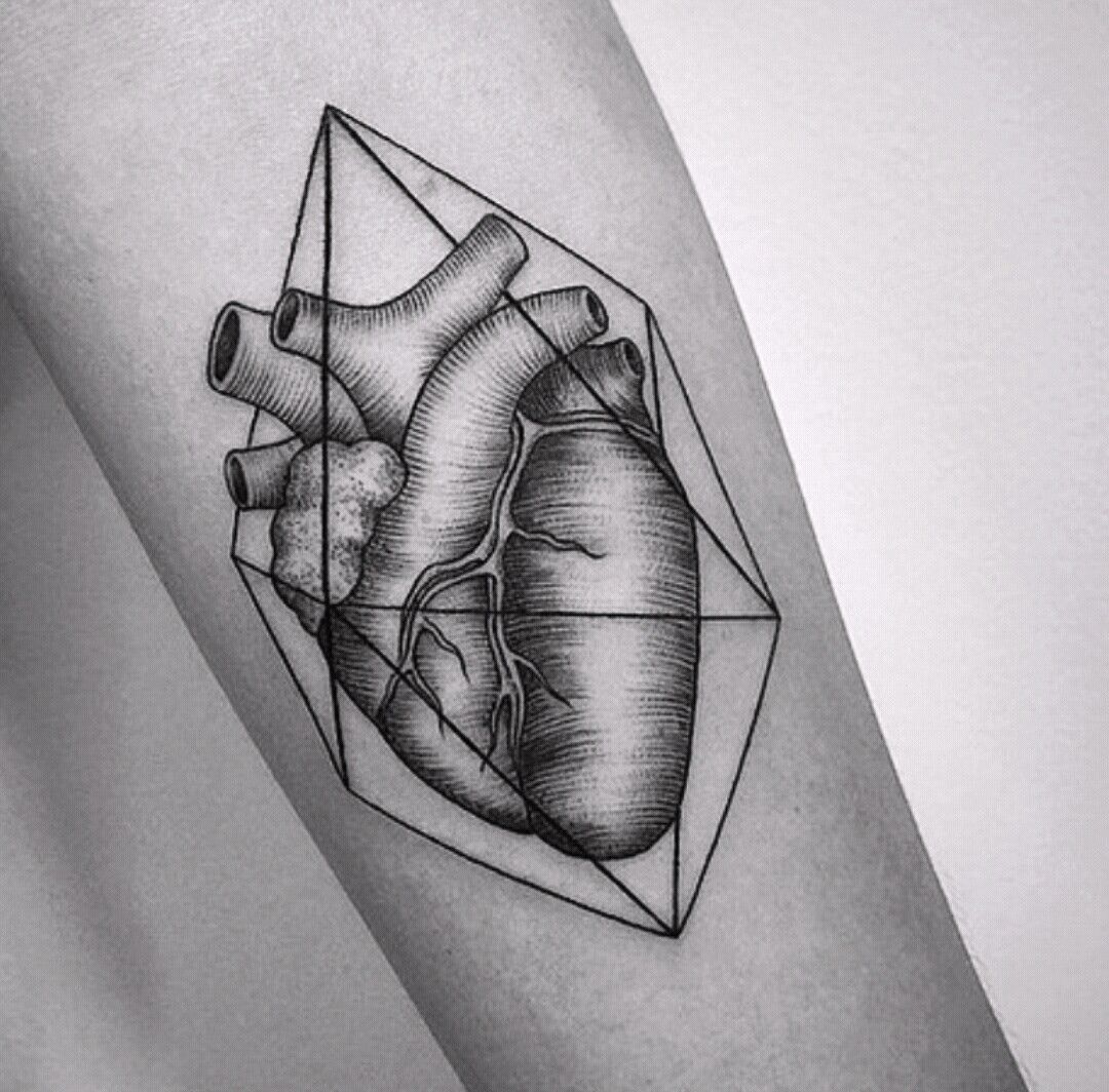 Geometric heart tattoo                                                                                                                                                                                 Más