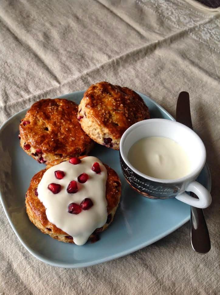 Granaattiomenaskonssit / Pomegranate scones