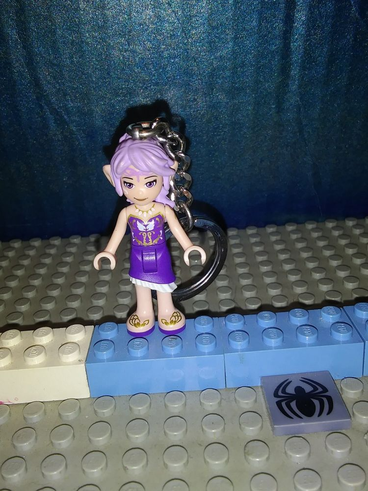 Brand New Lego Friends Mia Minifigure Keychain 853549