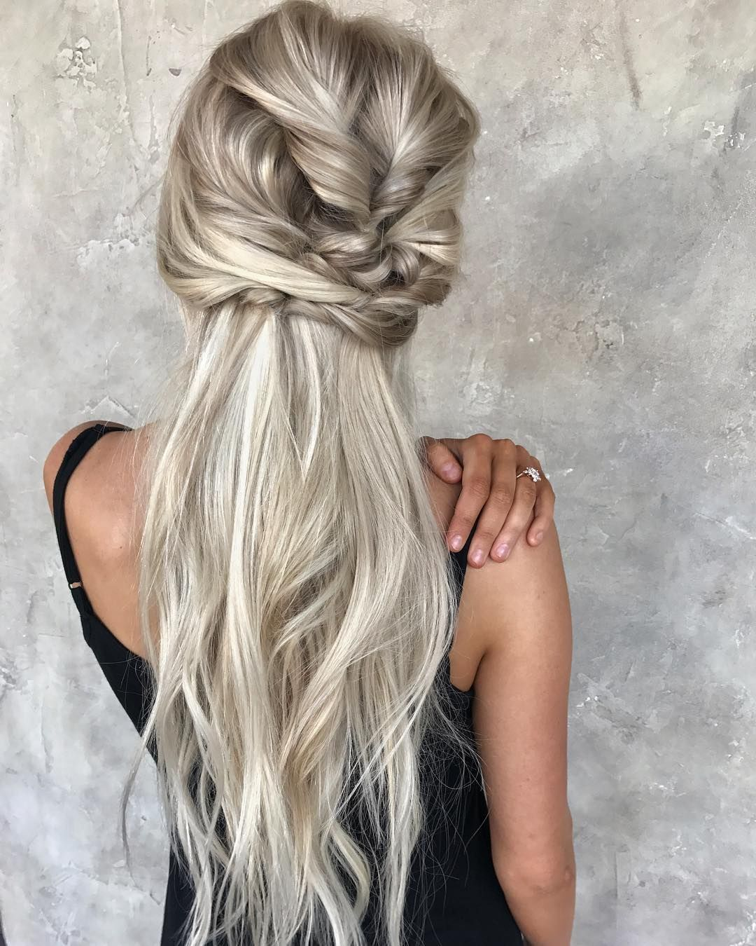 Messy Braided Hairstyle With Long Hair Women Long Hairstyles For Summer Long Hair Styles Braids For Long Hair Hair Styles