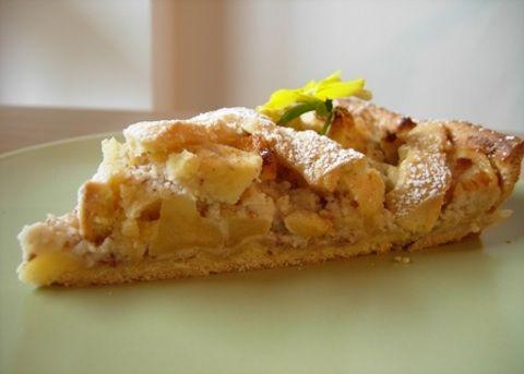La torta meneghina è un classico dolce milanese, è consigliabile darle il tempo di stagionare per almeno 24 ore in modo che i vari ingredienti si ama...