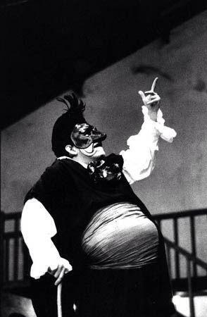Mario Gonzalez (em L\'Age d\'Or), Théâtre du Soleil | Teatro Século ...