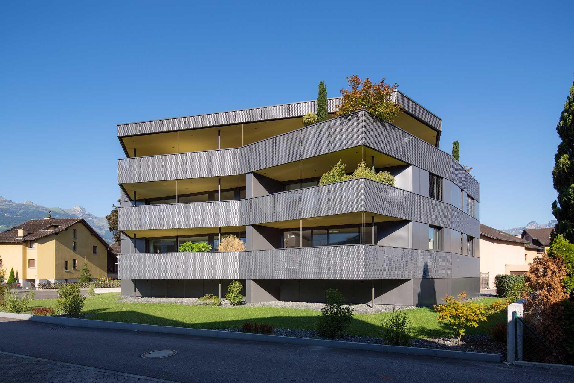 Pii5 dynamische architektur mehrfamilienhaus mir vorgeh ngter metallfassade modern wohnen - Dynamische architektur ...