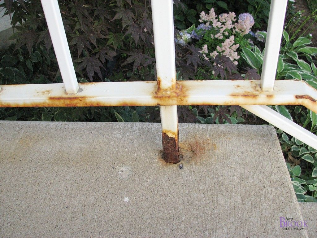 Spray Painting A Metal Railing Krylon Rust Protector Metal Railings Painted Front Porches Painting Metal Outdoor Furniture