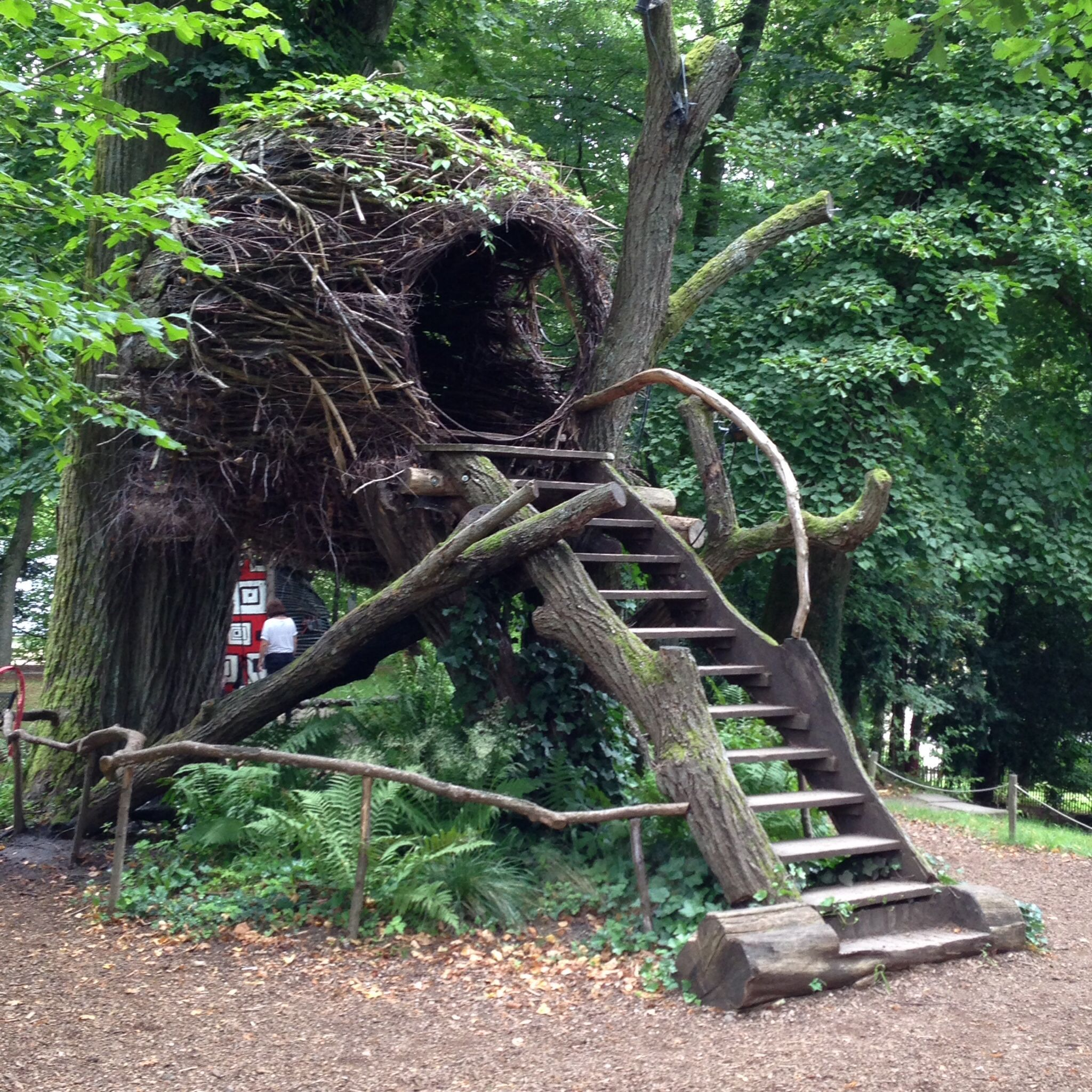 Alice in wonderland wesserling wood hut alice au for Jardin wesserling