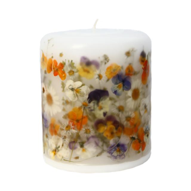 Kwiaty Zatopione W Duzej Swiecy Wiosennie W Mental Ether Pillar Candles Candles Ethereal