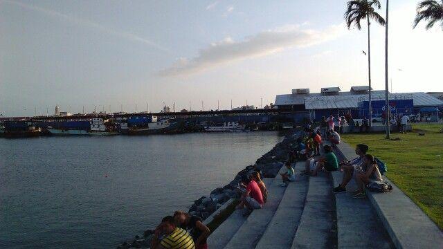 Cinta Costera, Panama, al fondo el Mercado del Marisco