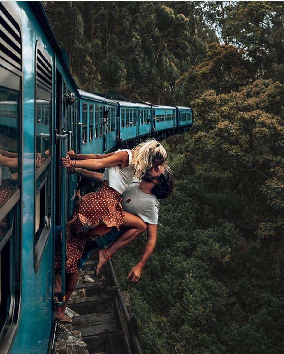 Ella, Sri Lanka | The famous blue trains in Sri Lanka are a must for any traveller visiting this small coconut island.