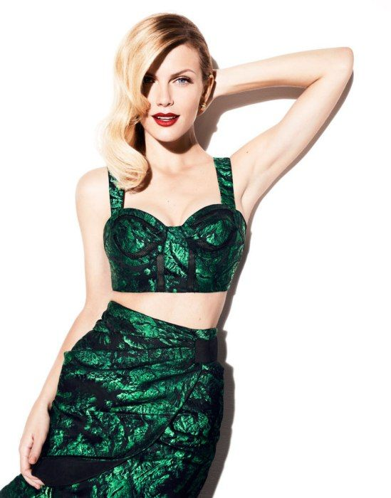Brooklyn Decker in Vanity Fair. Her hair is gorgeous AND she looks like a mermaid. So jealous.