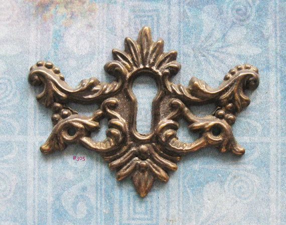 Wing Escutcheon Antique Brass Keyhole Filigree Skeleton Key Plate Repurpose Furniture Hardware Embellishment Wing Escutcheon Antique & Wing Escutcheon Antique Brass Keyhole Filigree Skeleton Key Plate ...