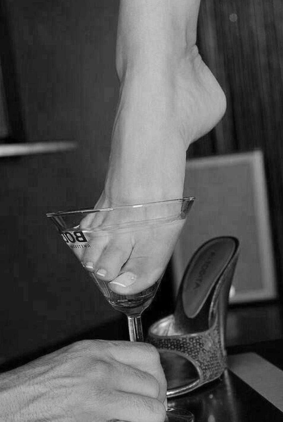 Занюхался женские ножки зрелые порно