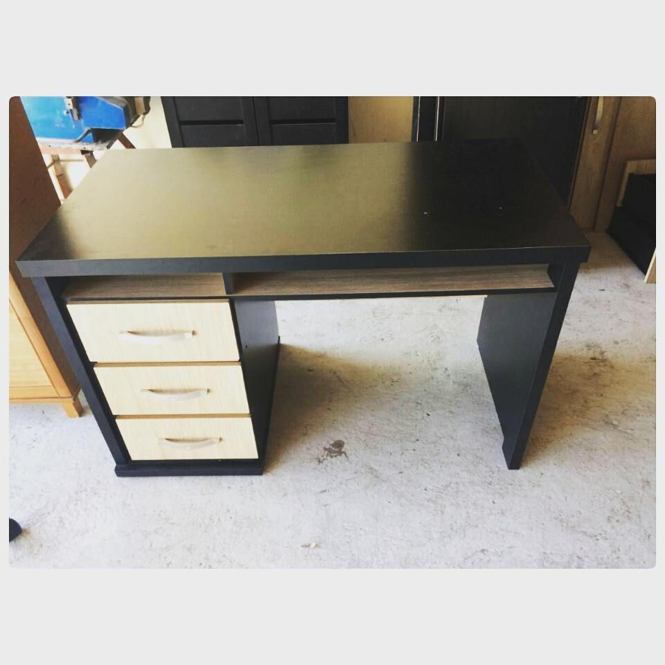For Sale Office Desk Modern Style Good Condation Price 30 Bd للبيع مكتب مودرن ستايل بحالة ممتازة السعر 30 Bd Tel 3377 Corner Desk Desk Office Desk