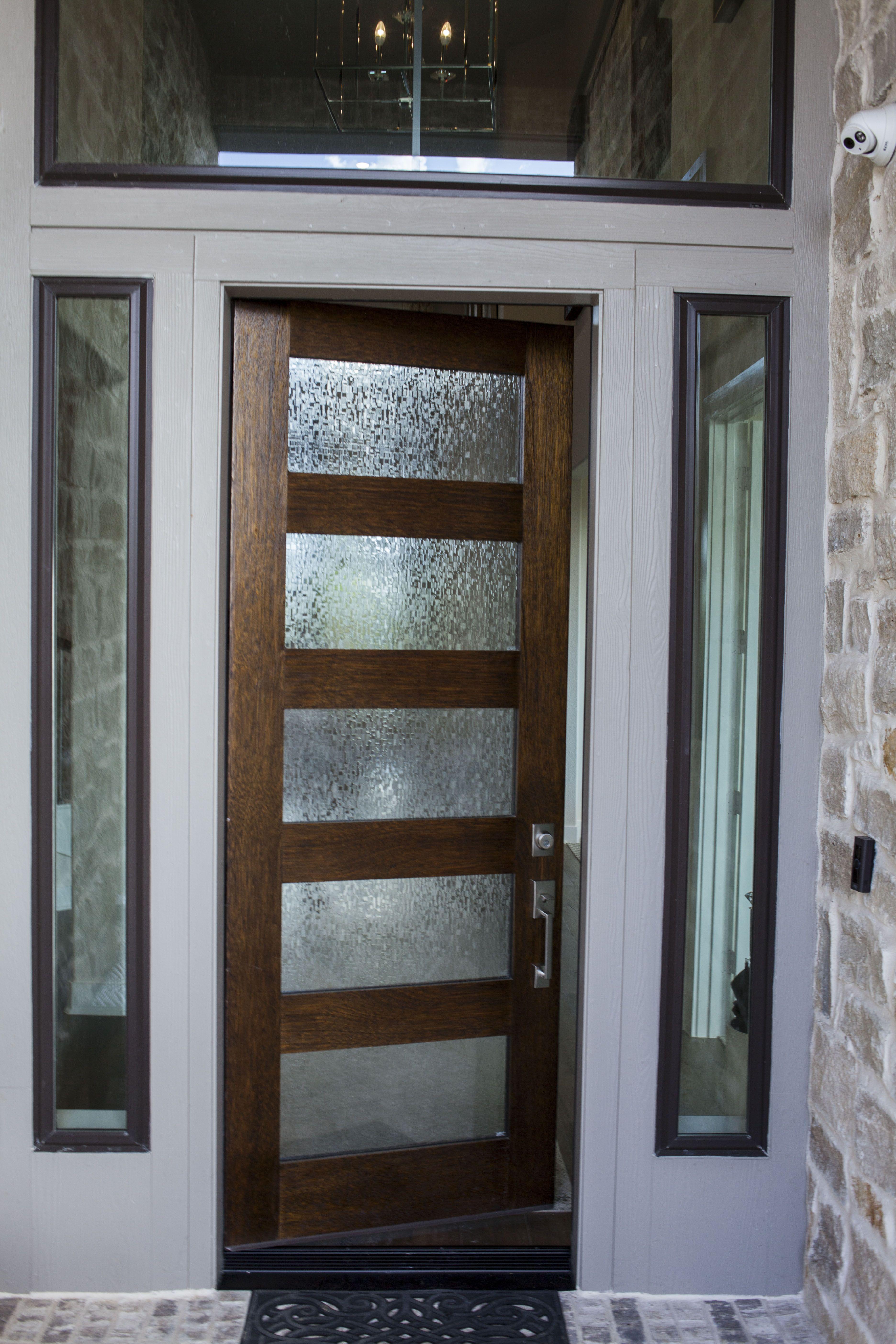 5 Lite Shaker Style Exterior Woodgrain Door With Images Shaker