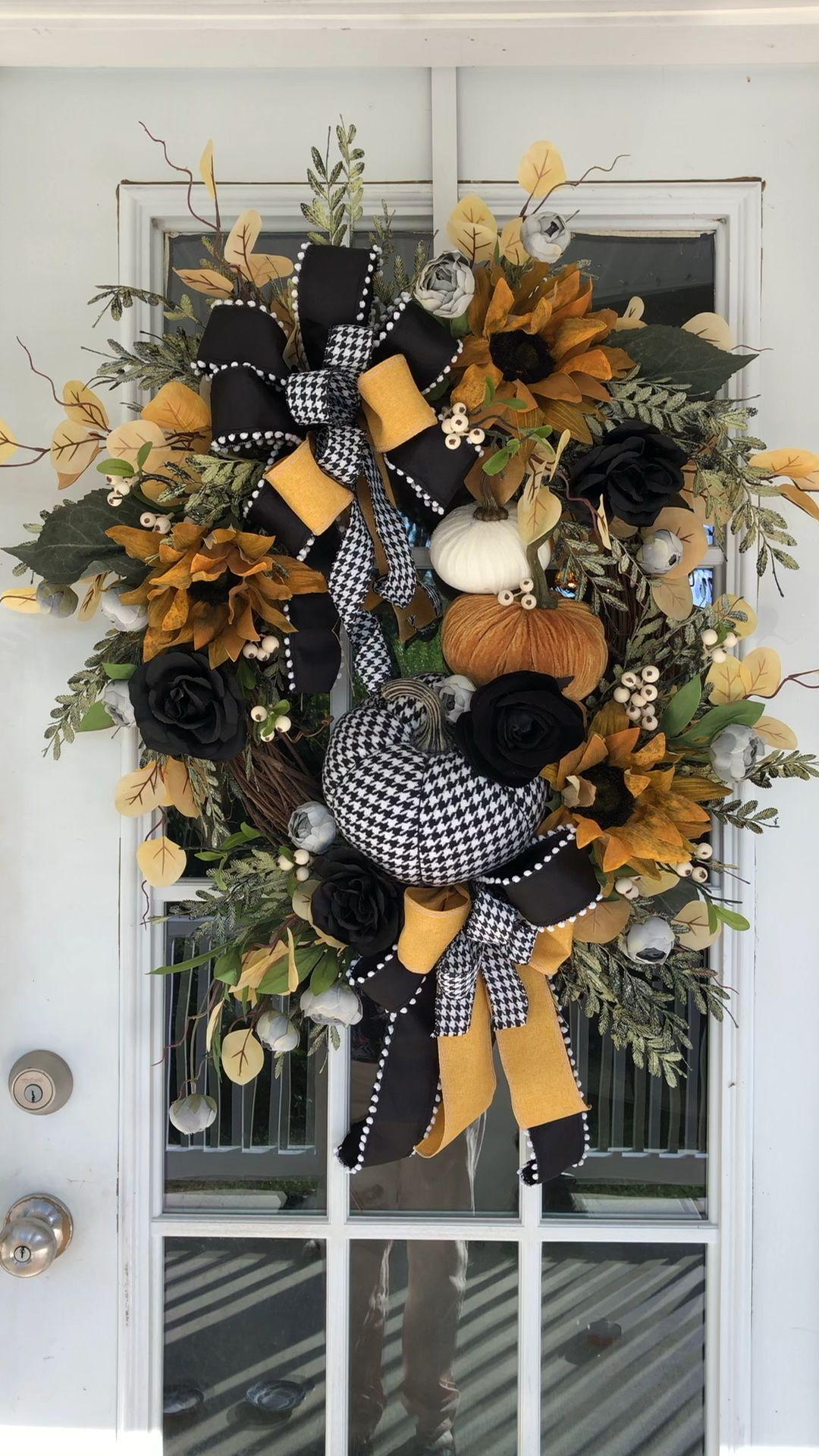 Photo of Elegant autumn wreath
